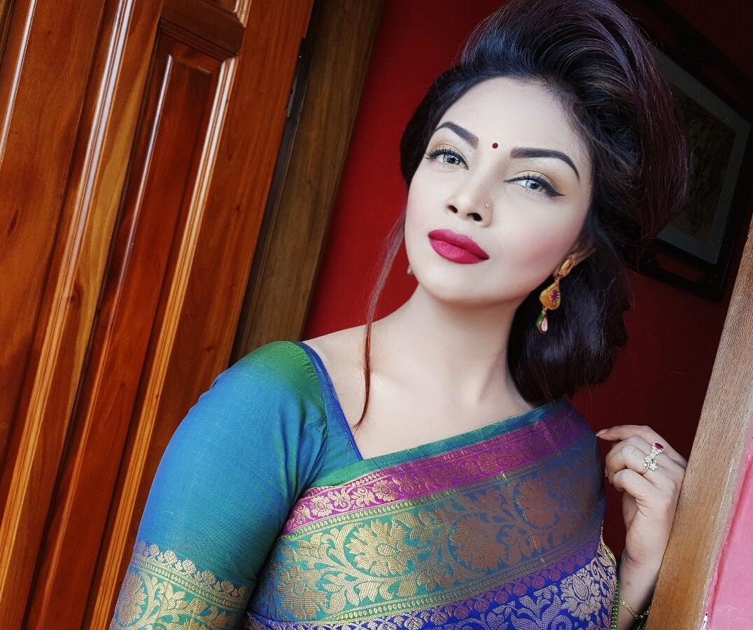 Bangladeshi Beautiful News Presenter Safina Ahmed Tory Photos (10)