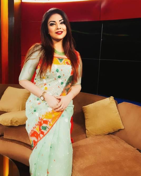 Bangladeshi Beautiful News Presenter Safina Ahmed Tory Photos (15)