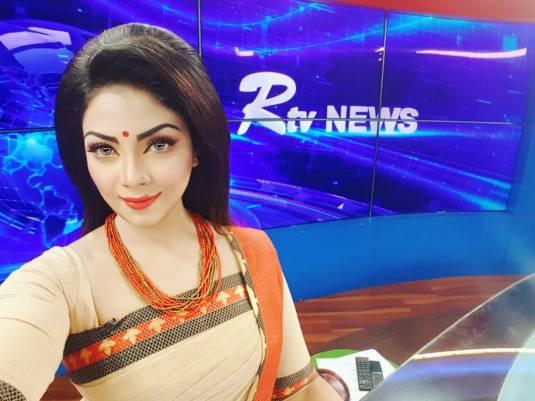 Bangladeshi Beautiful News Presenter Safina Ahmed Tory Photos (17)
