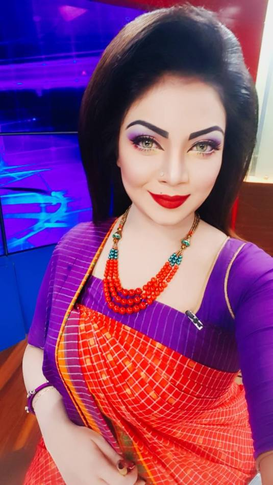 Bangladeshi Beautiful News Presenter Safina Ahmed Tory Photos (23)