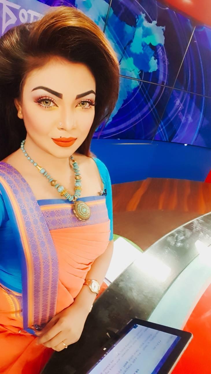 Bangladeshi Beautiful News Presenter Safina Ahmed Tory Photos (28)