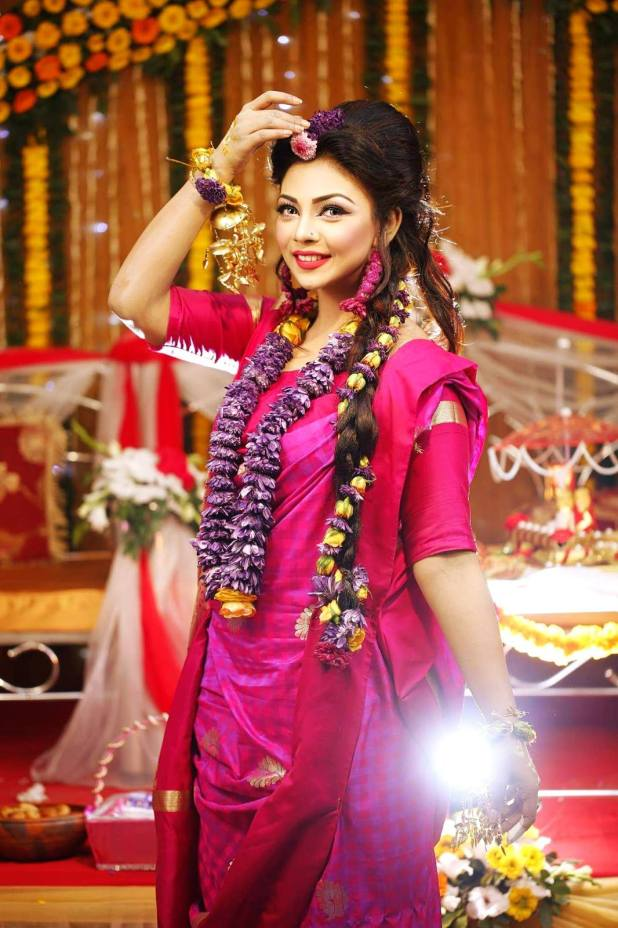 Bangladeshi Beautiful News Presenter Safina Ahmed Tory Photos (5)