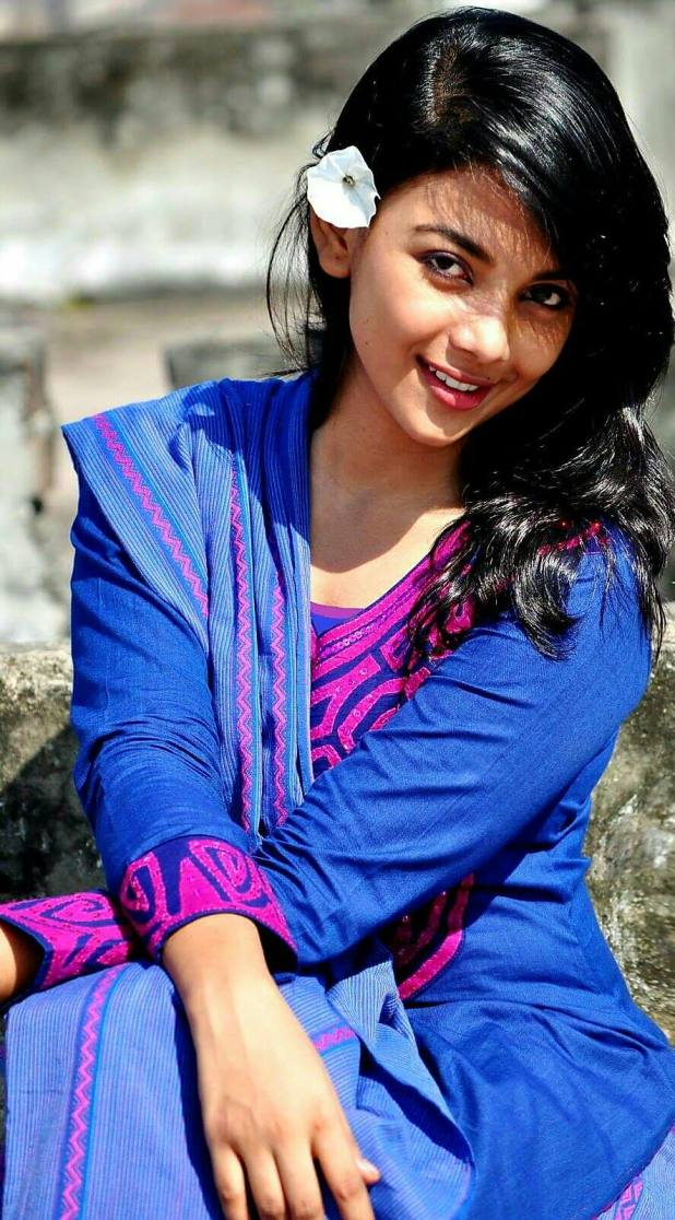 Bangladeshi Beautiful News Presenter Safina Ahmed Tory Photos (9)