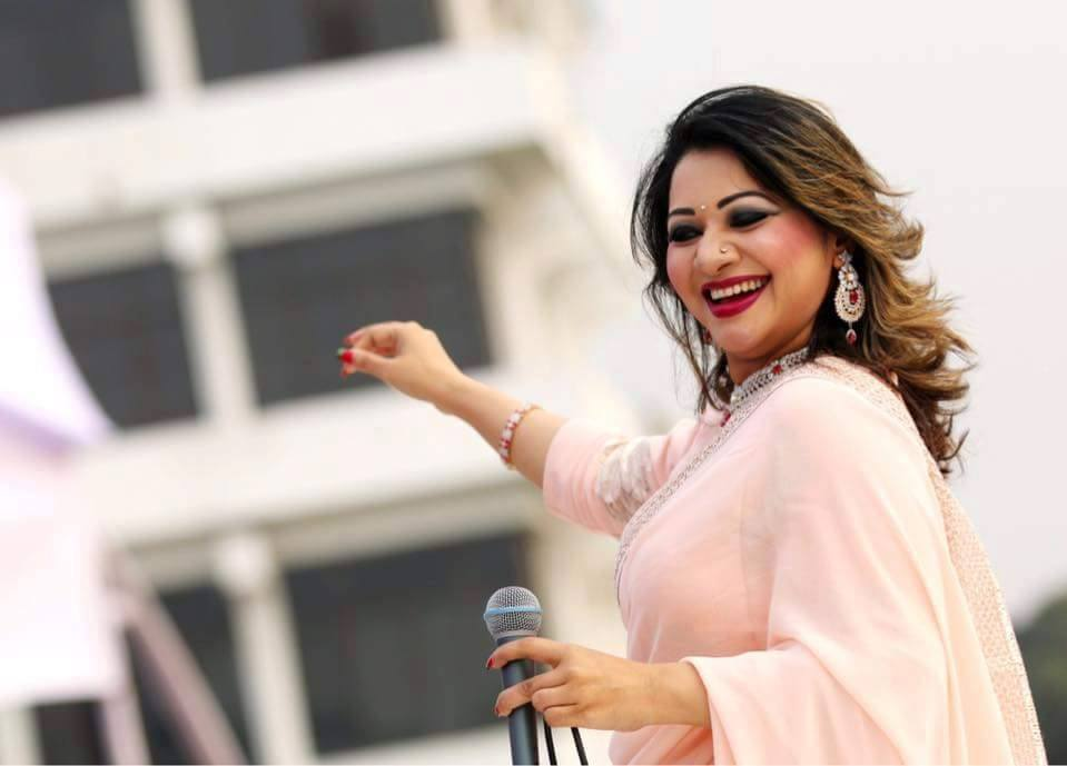 Bangladeshi Singer Actress Akhi Alamgir HD Photos Download (2)