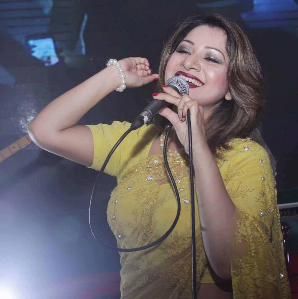 Bangladeshi Singer Actress Akhi Alamgir HD Photos Download (4)